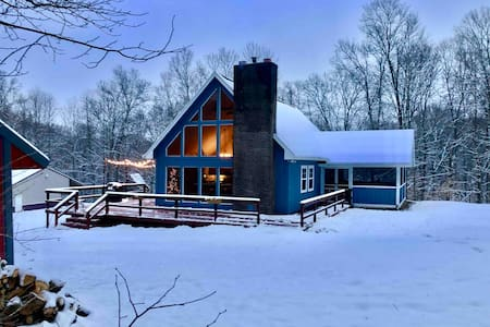 Cozy Blue Cottage: Secluded, WiFi, Nature lovers