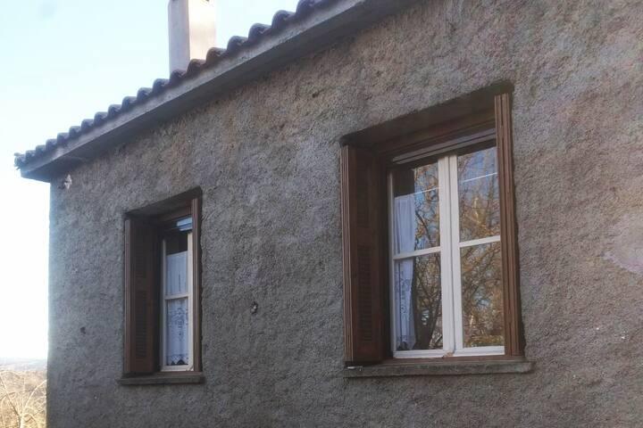 Πέτρινη Μονοκατοικία σε υψόμετρο 1000μ