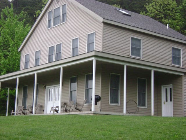 The Gentleman's Farmhouse - Elysburg - House