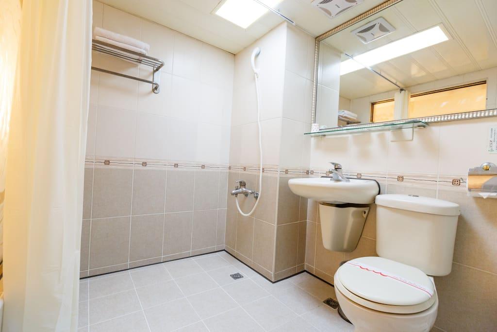 經濟雙人套房浴室