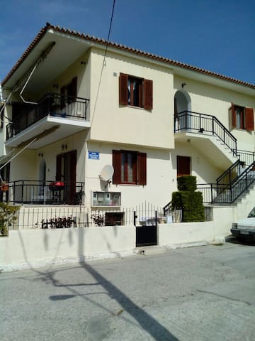 Bright spacious 3 bedroom flat - Myrina - Daire