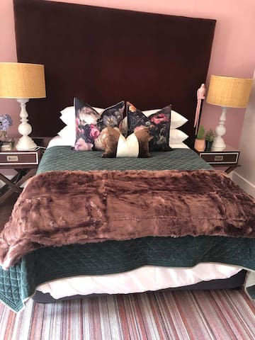 Guest Room Close to Hospital & Private Schools