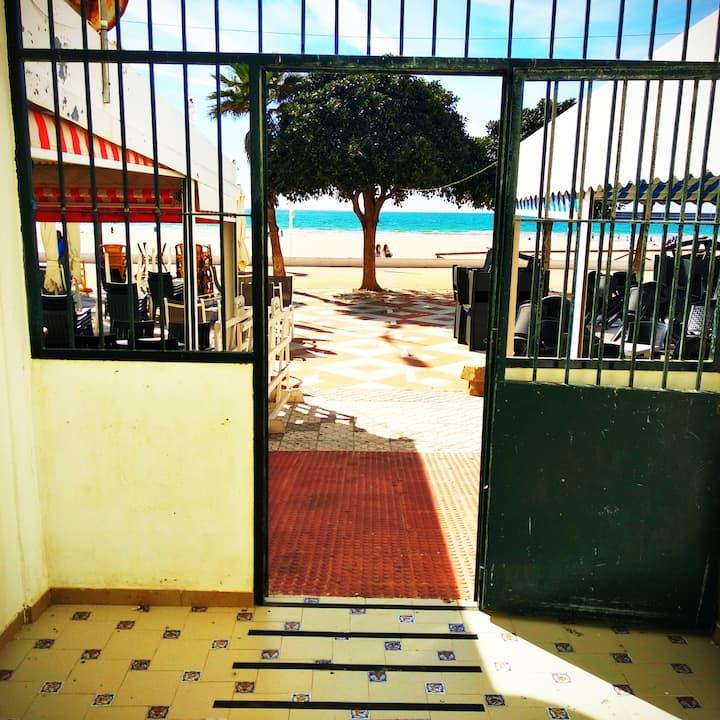 """"""" El Atún """" Apartamento acceso directo playa."""