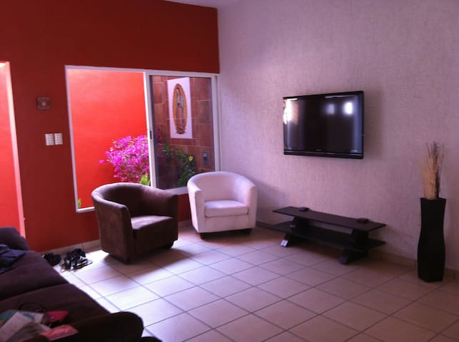 private room in lovely house - Tuxtla Gutiérrez - บ้าน
