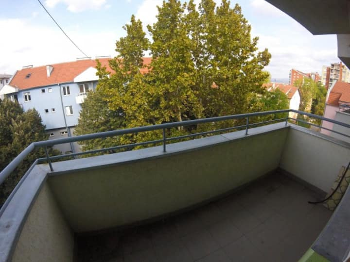 Near the city center, at quiet area, free parking!