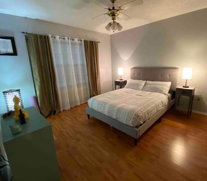 Clean & quiet apartment-Walking distance to SFASU.