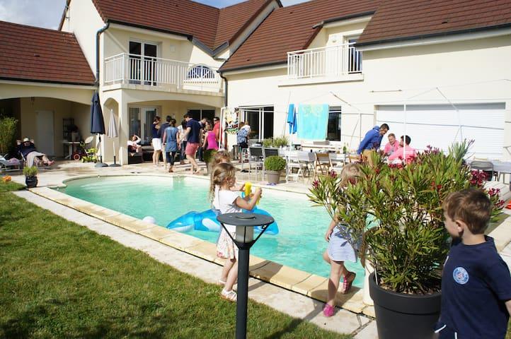 Villa architecte au calme et à 10 minutes de Dijon - Bretigny - Dům