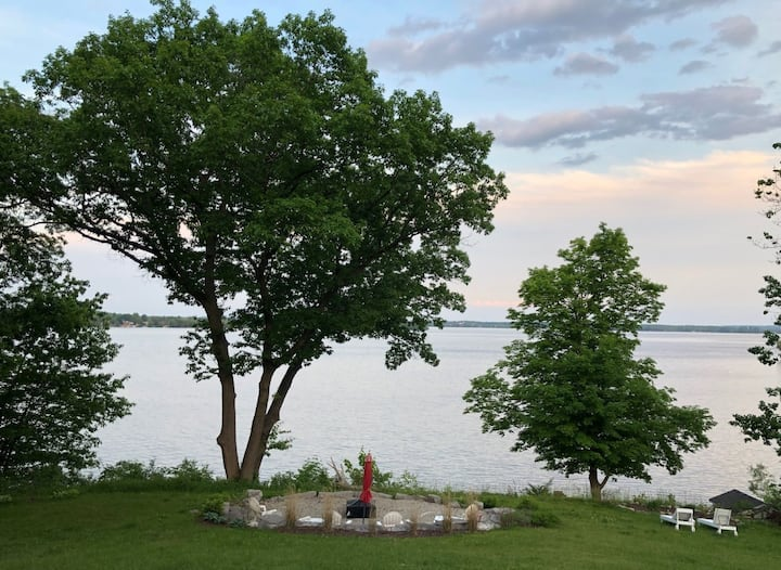 The Studio at Yellow House - Prince Edward County waterfront paradise - perfect for couples