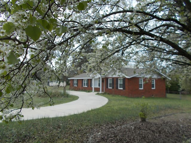 Corporate House, ideal for Fort Gordon &  Votgle