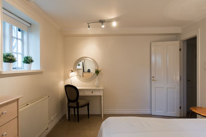 Double/Twin Room by Marina great location 3