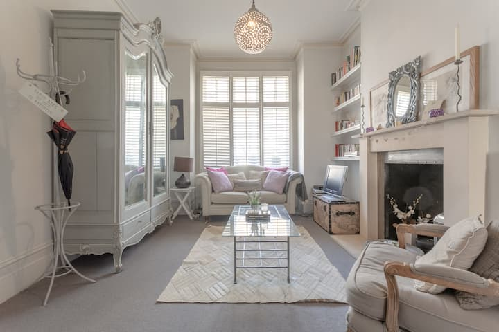 Stylish 1 Bed Apartment Near Battersea Park