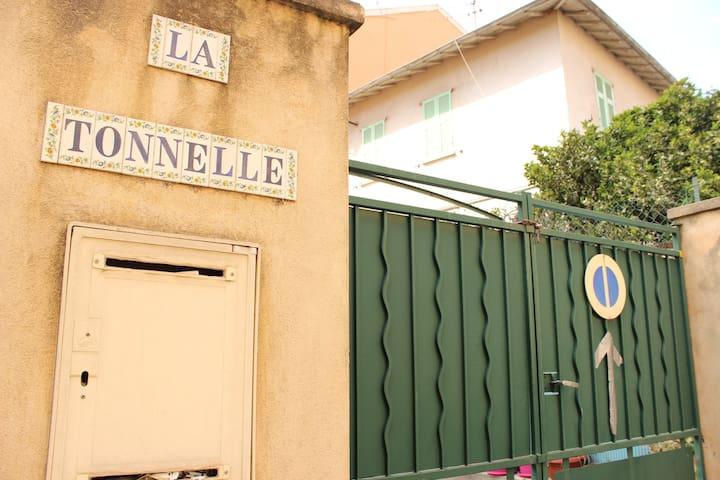 Maison dans la vieille ville avec parking - Villefranche-sur-Mer - House