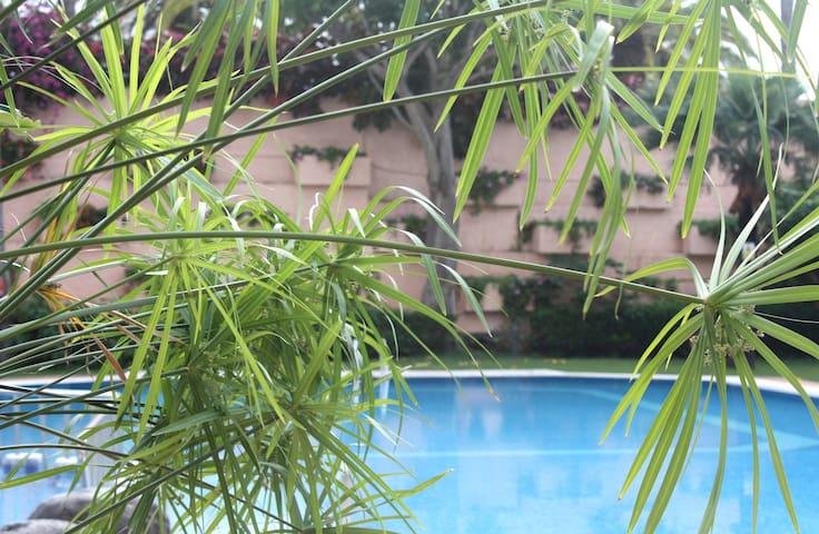 LUMINOSO loft con TERRAZA, PISCINA y jardín.