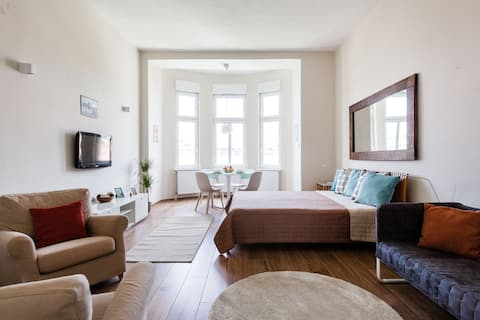 Sunny flat in the heart of Buda