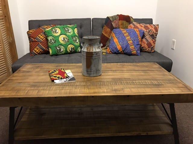 Comfy, Cozy & Clean Duplex - Downtown Newark
