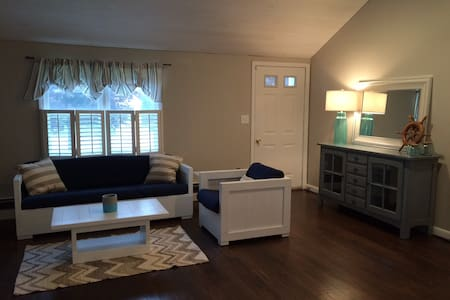 Hyannisport beach bungalow! - Barnstable - House