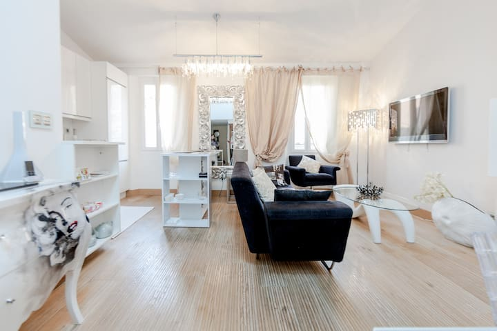 Luxurious apartment in the golden square