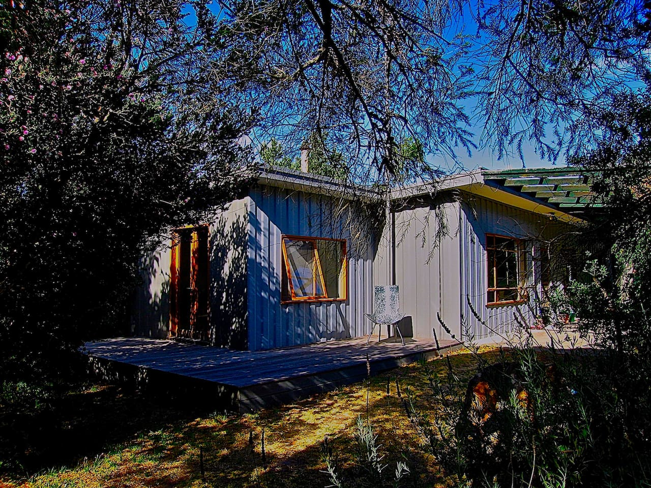 Lower Bluff Hideaway- nestled within the local landscape