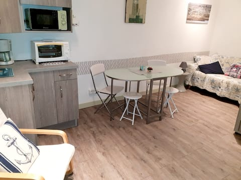 Studio in Ault, with wonderful sea view, furnished garden and WiFi - 500 m from the beach