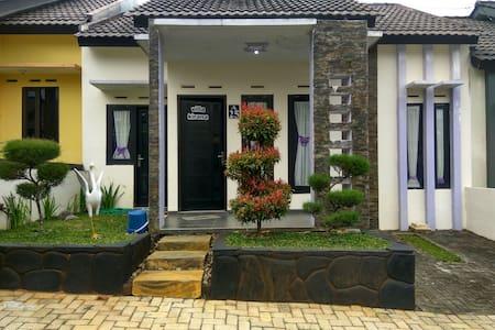 Villa di Batu | Kirana Villa - Kecamatan Batu
