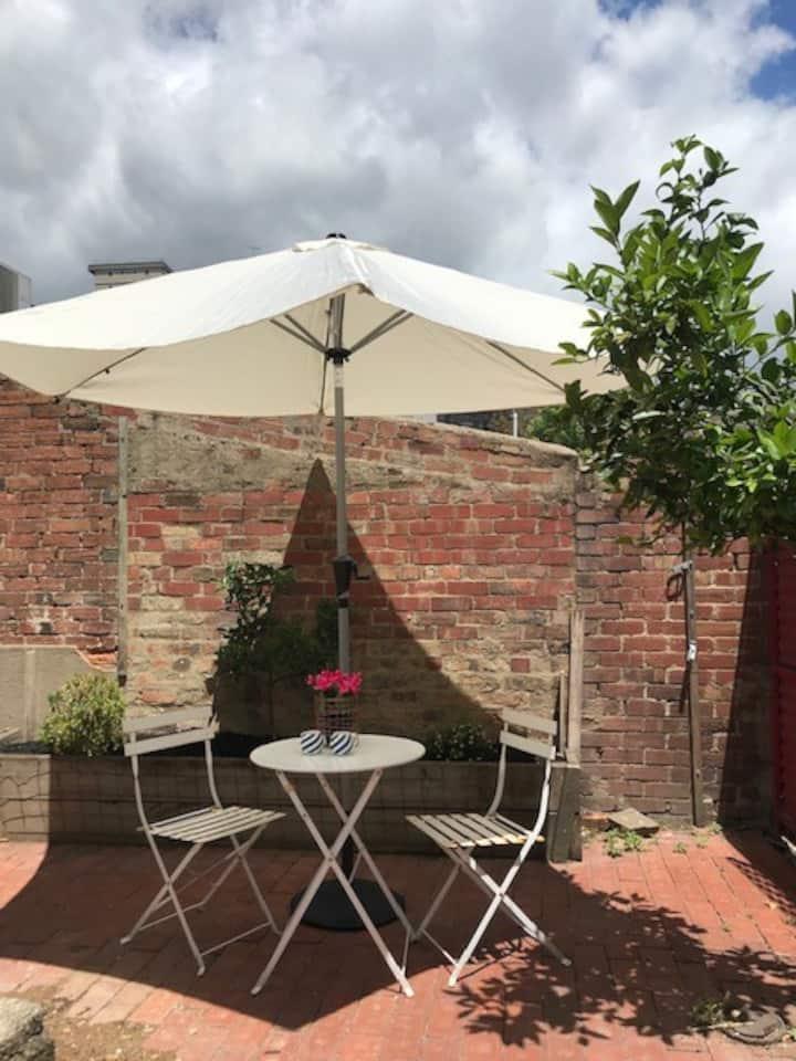 Lovely private room in inner city Melbourne