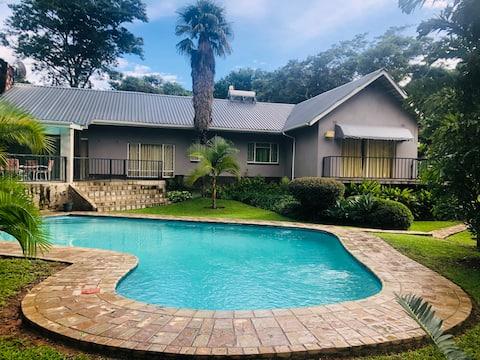 Bamboo Paradise - Cosy family home