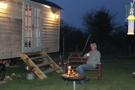 """Stargazer"" luxury shepherds hut"