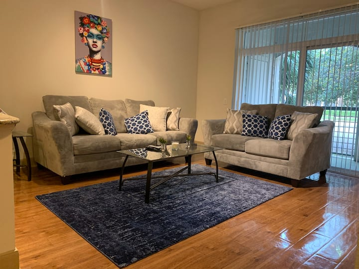 Beautifully Furnished Apartment  Hou/NRG/Med Cntr