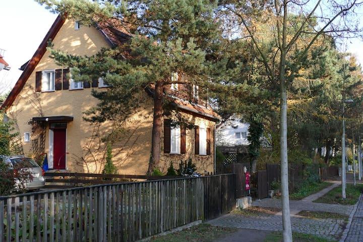 Oase zwischen Berlin & Potsdam, 14 qm Zimmer - Kleinmachnow - Huis