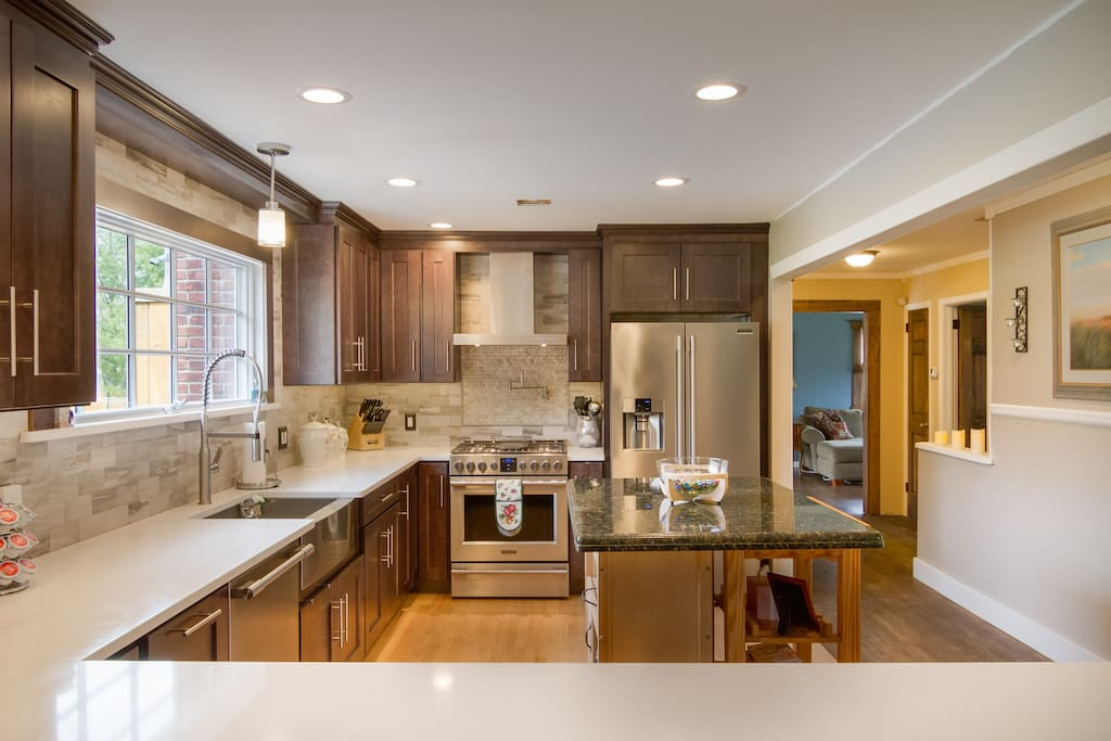 Brand new kitchen with wrap around quartz countertops. Huge 6' wife panoramic view of the backyard. Top appliances for cooking and pasta pot filler to make pasta nights a little easier. Plenty of cabinets for storage and all utensils are provided