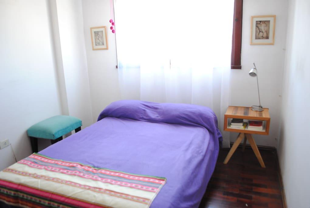 Habitación cama matrimonial.