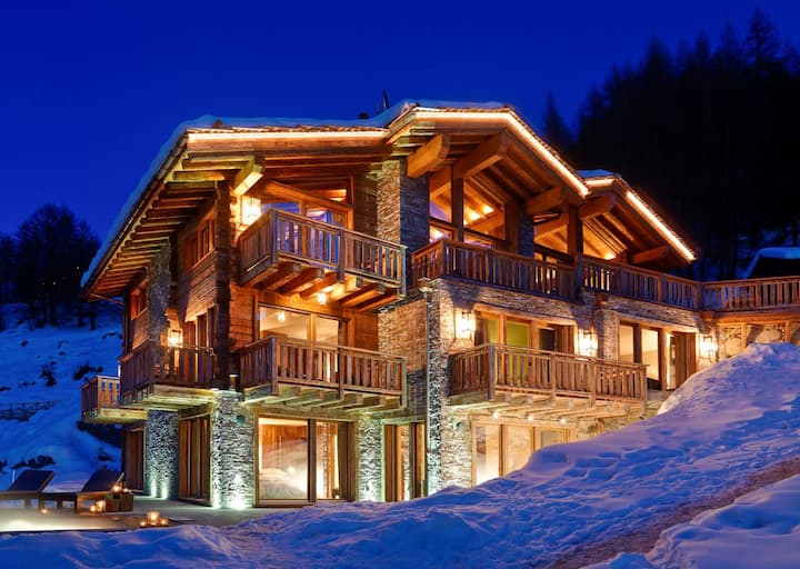Five-Star Quality Chalet Surrounded by Snow Mountains