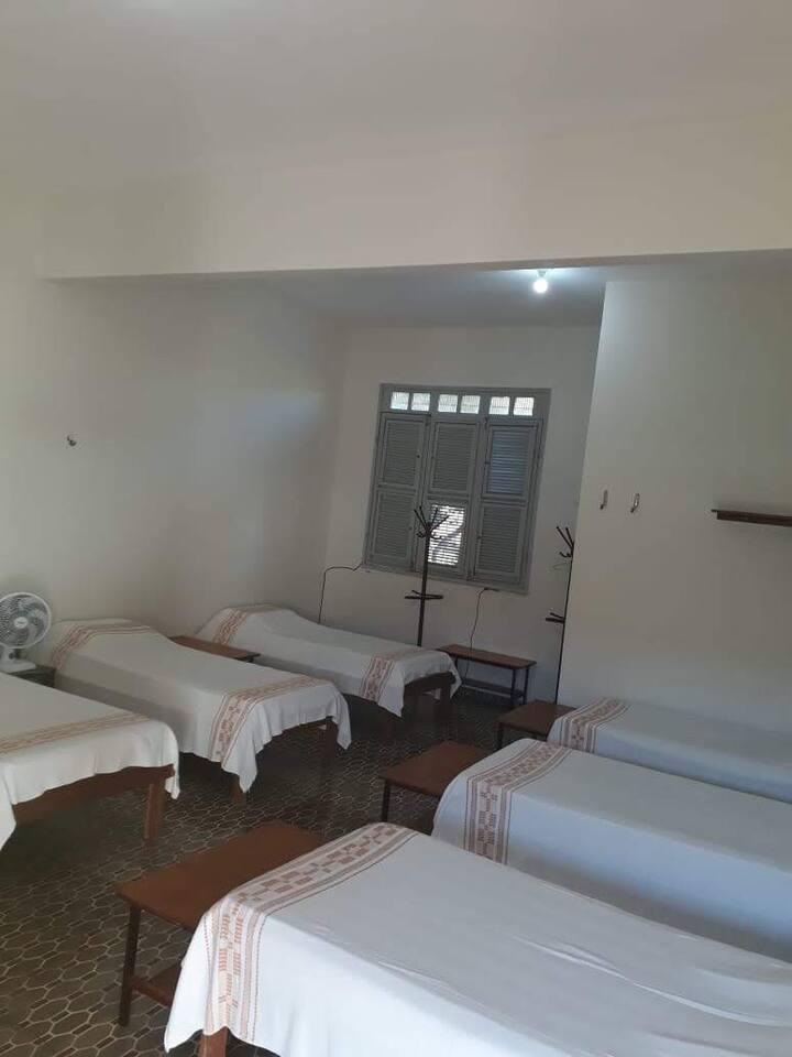 Suíte com 6 camas em Casa de Encontros (Nº9)