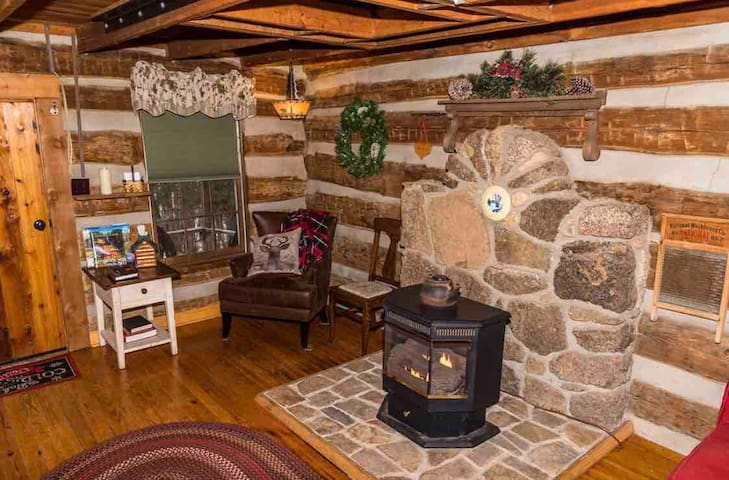 The living room of Annie's is sweet and cozy, a perfect place for resting post hike!
