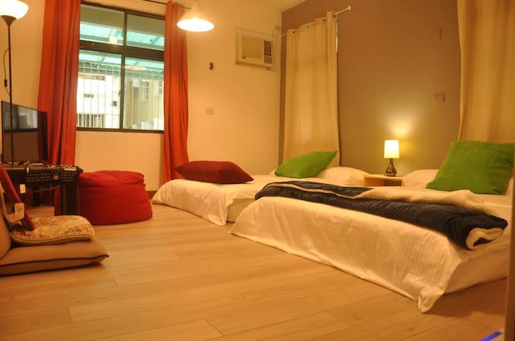 Jazz~2 mins walk MRT Sta./ 2 Double Beds Cls HSR - 左營區 - Wohnung
