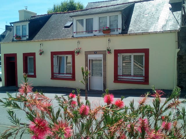 Cosy home in the historic centre of Carhaix