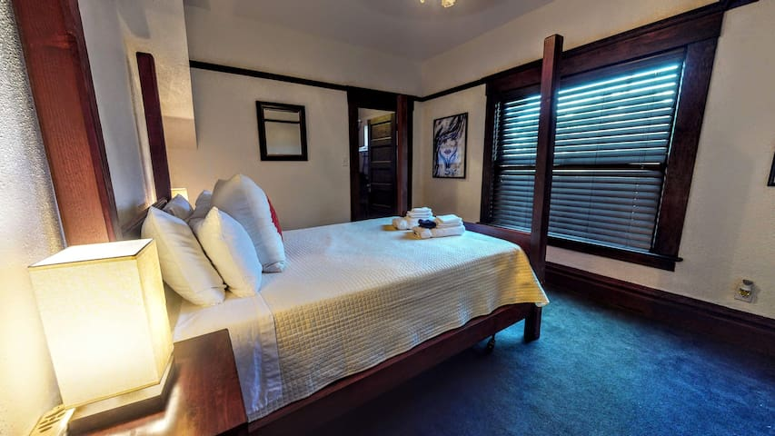 The Baroness Room in Downtown Long Beach Villa