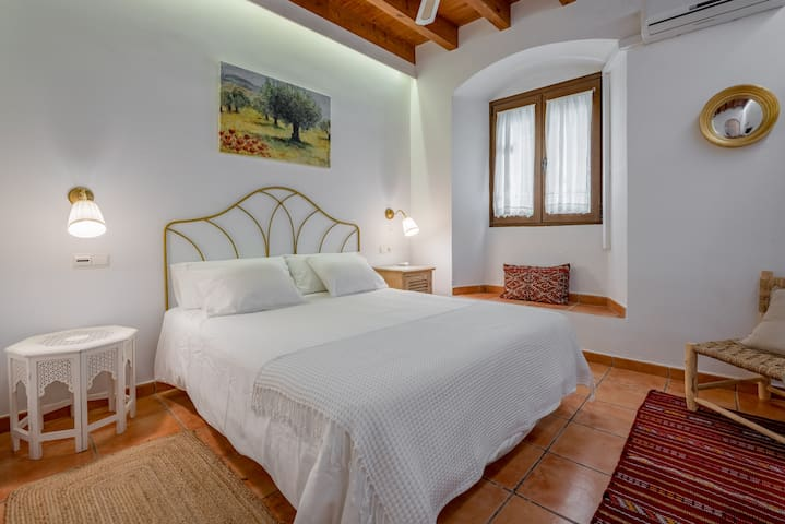 Double room-Standard-Ensuite with Shower-Street View-1 planta baja