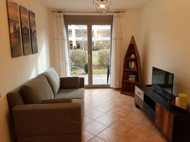 Newly furnished apartment, close to BMW - München - Wohnung