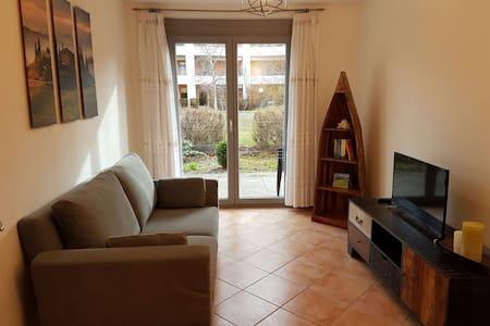 Newly furnished apartment, close to BMW - München - Wohnung