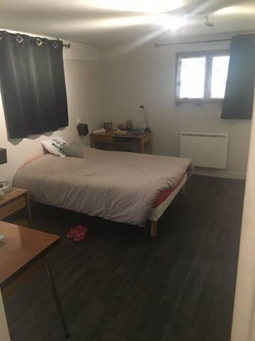 Chambre studio dans villa