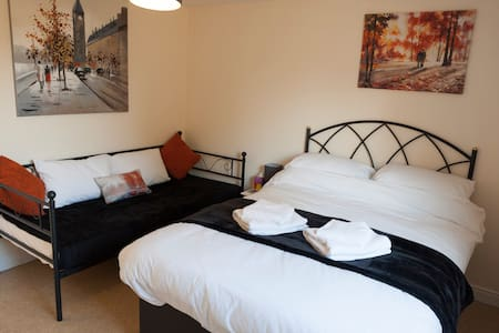 Mayland Motel - Two Bedroom Family/Twin Room (9)
