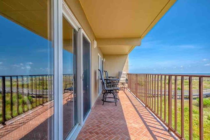 'Ketch' a Wave Condo•Large Oceanfront Balcony•WiFi