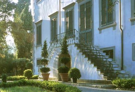 Villa Michelucci Retreat - ลูกา