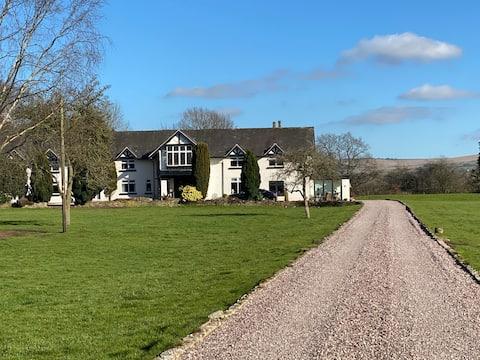 The Mews, Marlfields Hall - Stunning Location