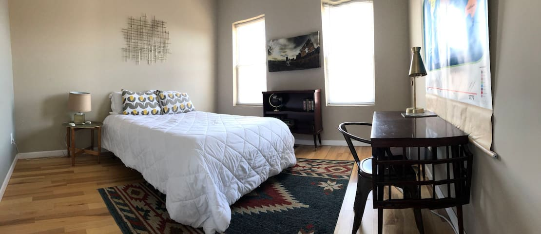 Beautiful Master bedroom Baltimore Downtown by JHU