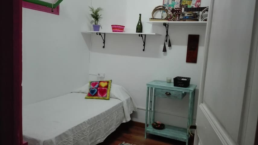 Nice Single Room - Manresa - Inap sarapan