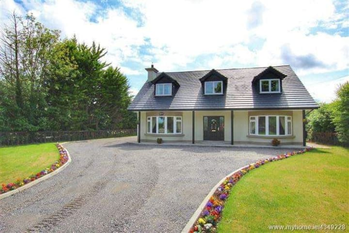 Quiet country house set just 2km outside Navan