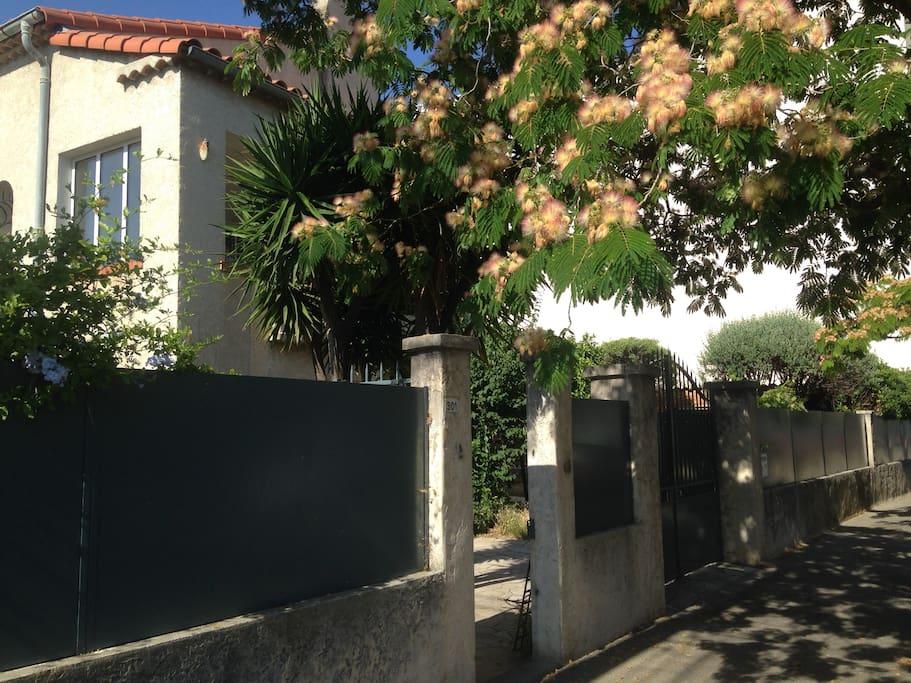 Pianterreno di casa con giardini e terrazze
