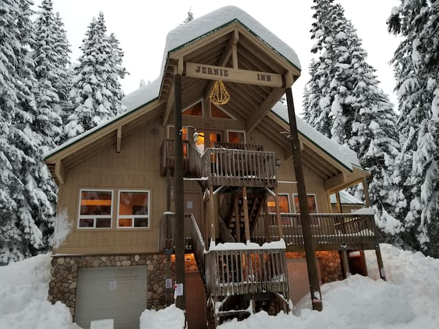 Snoqualmie Pass - 5 beds sleeps 2-10 people